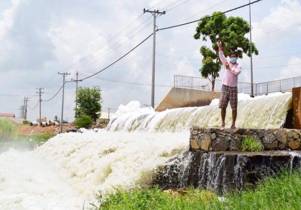 Water pollution at Tom Nub Korb Srov in Phnom Penh